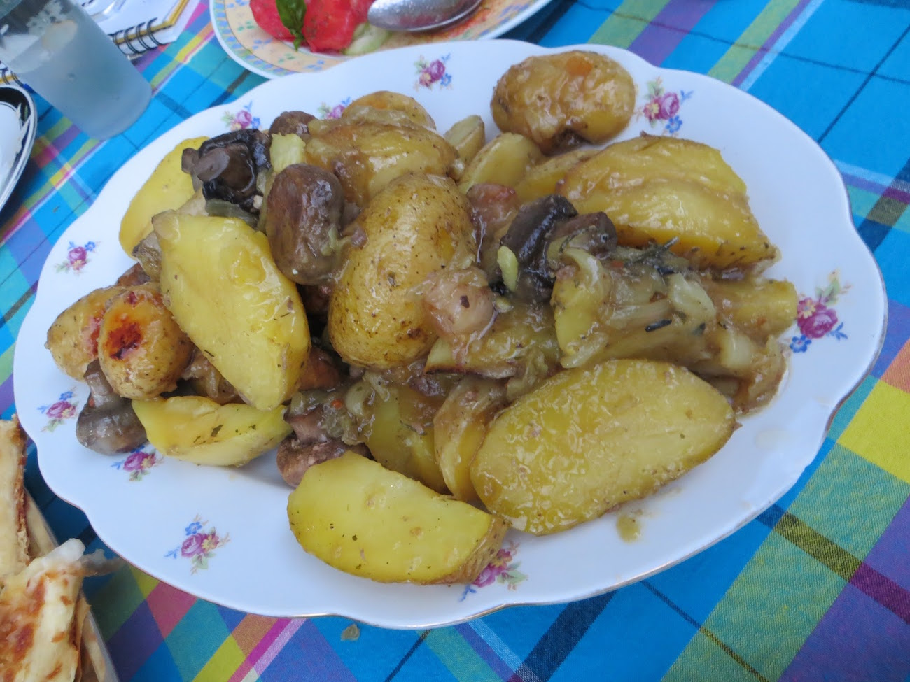 Roasted potatoes cooked pod-peka style